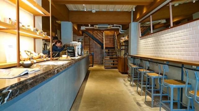 新鮮な豆だけを使ったこだわりのコーヒーやエスプレッソがメインのお洒落な一軒家カフェです。  お店はちょっと分かりにくいところにありますが、いつも人が多いです。