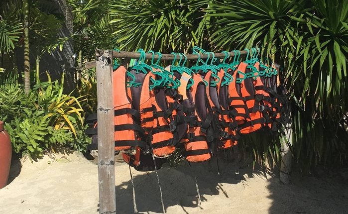 セブで海水浴はライフジャケット必須